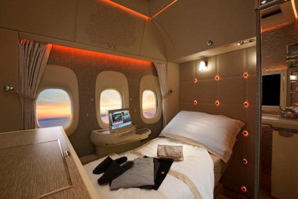 座椅可變成完全平放的睡床,並配置虛擬窗戶。
