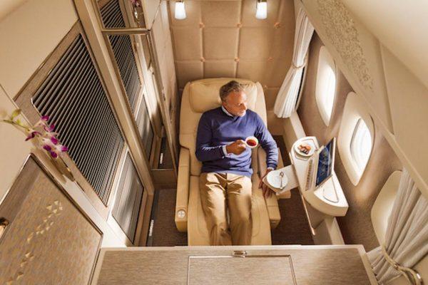 全新NASA科技的真皮「零重力」 座椅,能分散身體各部位壓力。