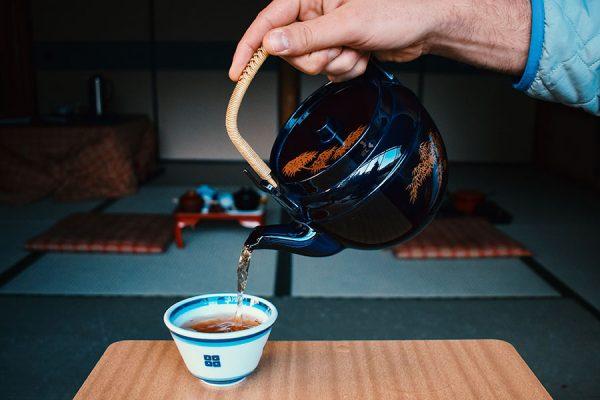 日本人不買咖啡,是因為他們小時候的生活中完全沒有跟咖啡有任何連繫,他們父母,身邊的人每天都在喝茶